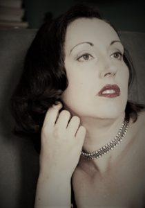Portrait von Lydia mit Glitzer-Halsband